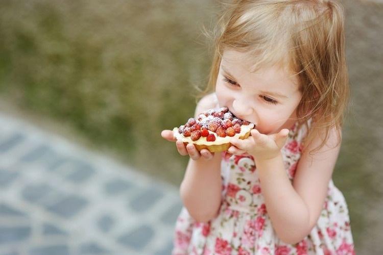 Choosing Healthy Snack Foods for Children